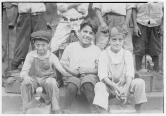 Hartford boot blacks, 1924 (Lewis Hine)