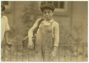 Hartford boot black, 10 years old (Lewis Hine)